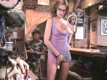 Soy la jefa calentorra que todos quisiérais tener. Soy Mireia, estoy calentorra y me follo a mi empleado (he vuelto).